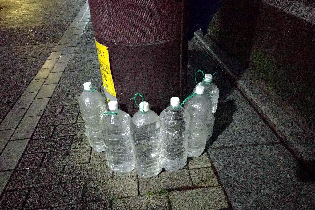 Кого японцы отгоняют бутылками?