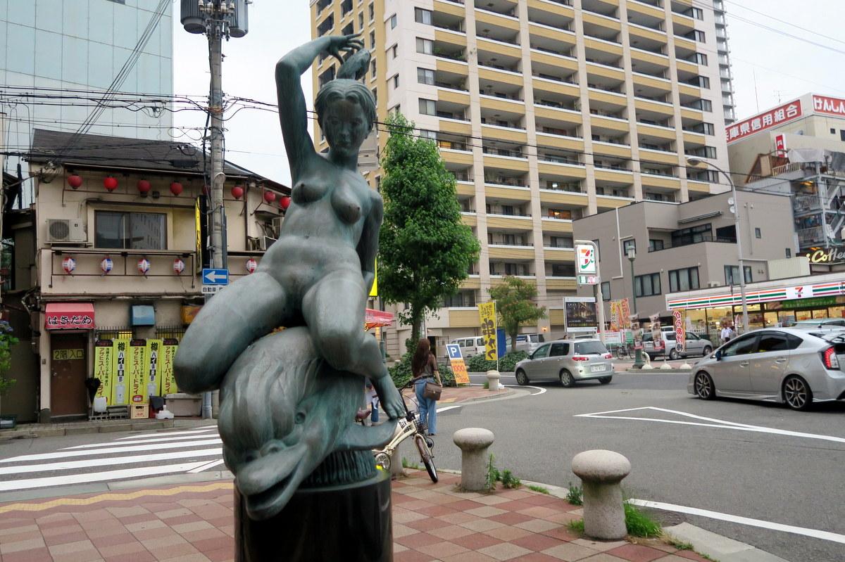 Голые девушки в Японии