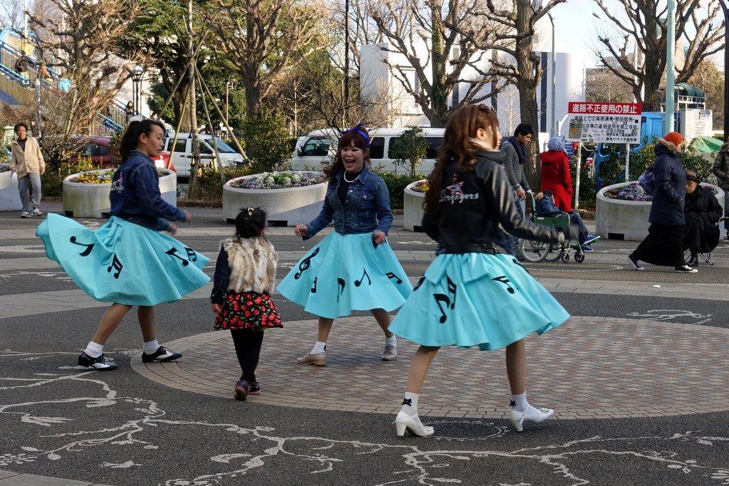 Девочки в чюлочках сирапонят парней 3 фотография