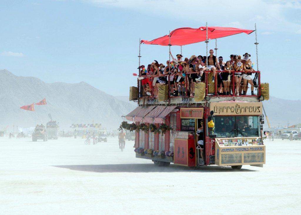 Открытка из Пустыни: Арт Мобили